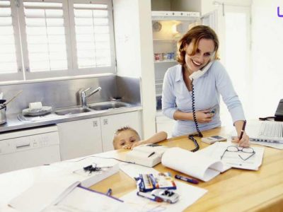 کار کردن زن در خانه