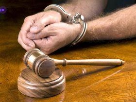 مجازات حبس برای سارقان